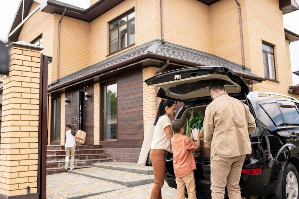 Family Unloading Their Car | Featured Image For Is it Possible for Everyday Australians to Invest in Property blog