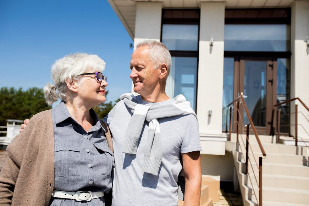 old couple smiling | featured Image For Cash Rate Unchanged for 7th Consecutive Month blog